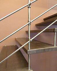 10ak Freitragende Treppe mit Relinggelaender