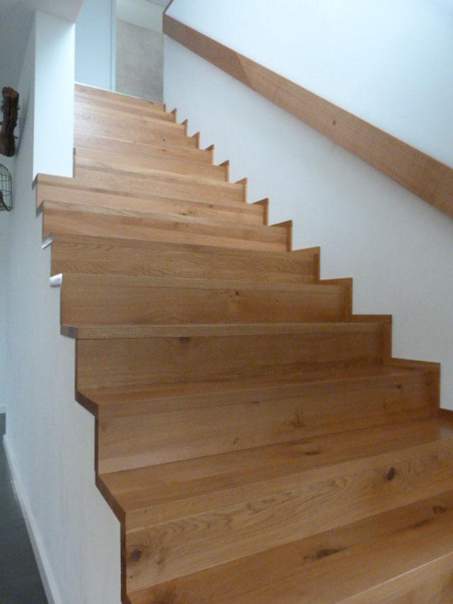 15 Verkleidung auf Betontreppe in Faltwerktreppen Optik Massivholz Eiche Farbe Natur