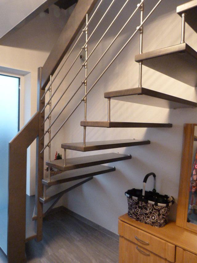 18 Freitragende Treppe mit Relinggeländer Massivholz Buche Farbe dunkles Grau