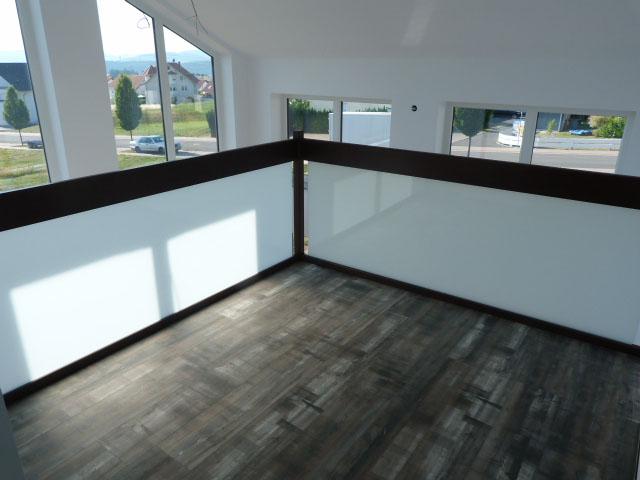 54 Glasgeländer im Obergeschoss