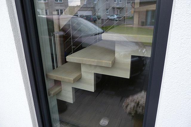 62 Holmholzleiste im Fensterlicht