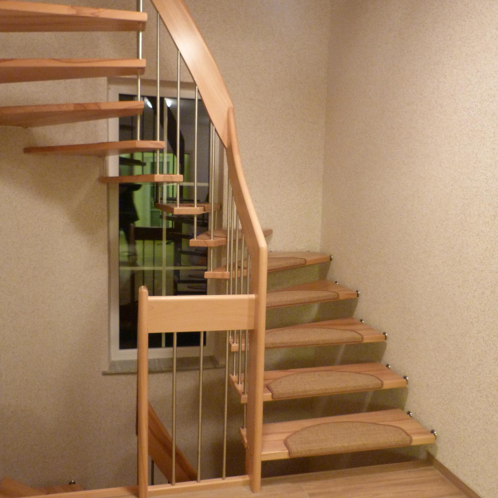 113 Freitragende Treppe Massivkernbuche