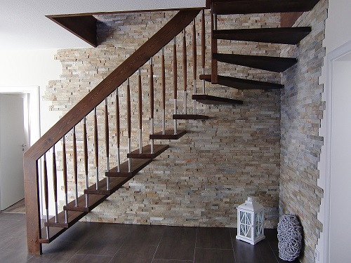 123 Freitragende Treppe Massivholzbuche geoelt