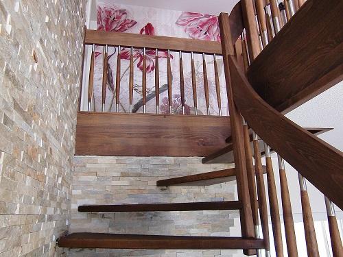 125 Freitragende Treppe Massivholzbuche geoelt