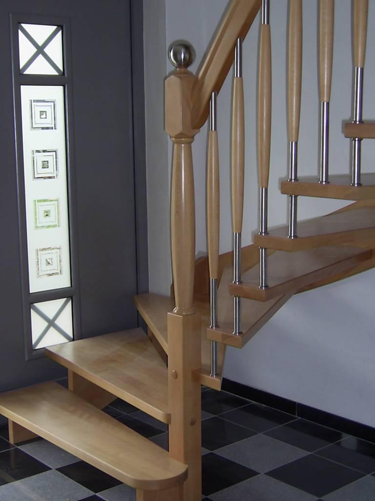 136 WangenBolzen Treppe Massivholzbuche Farbe Natur
