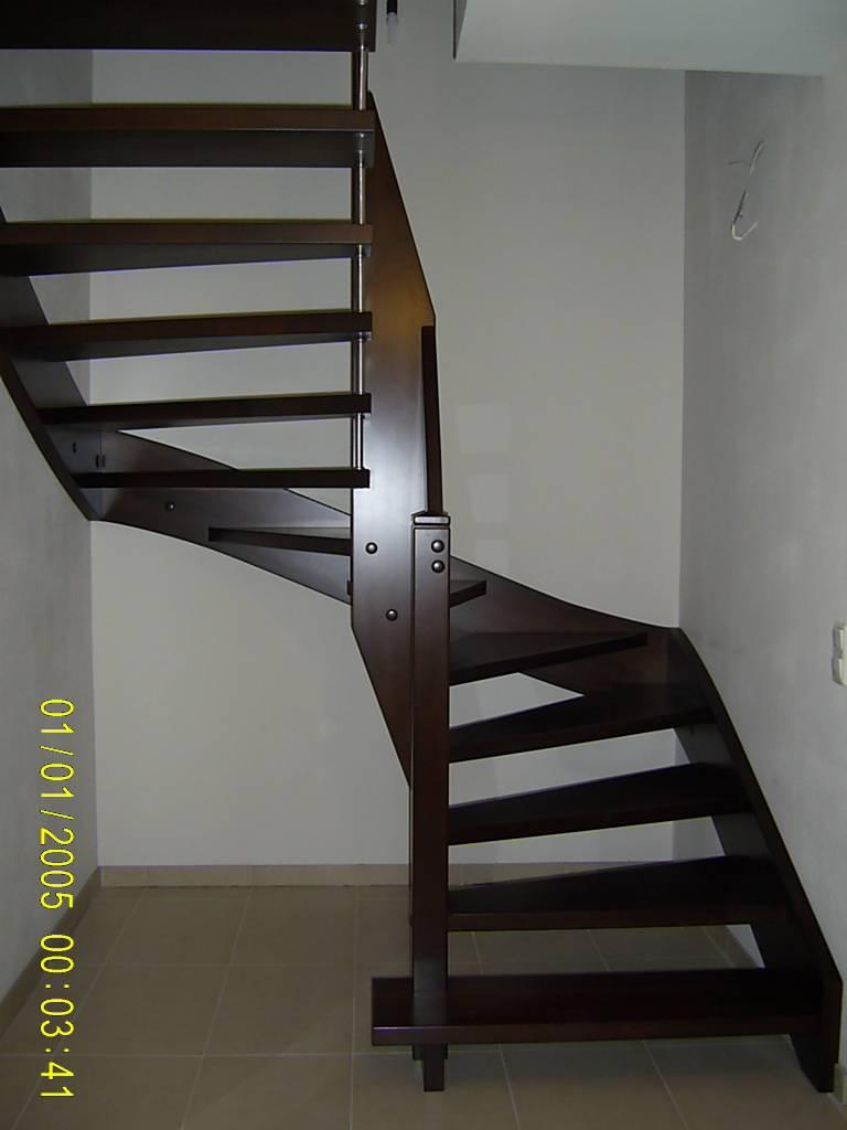 146 WangenBolzen Treppe Massivholzbuche Farbe Dunkel Nussbaum