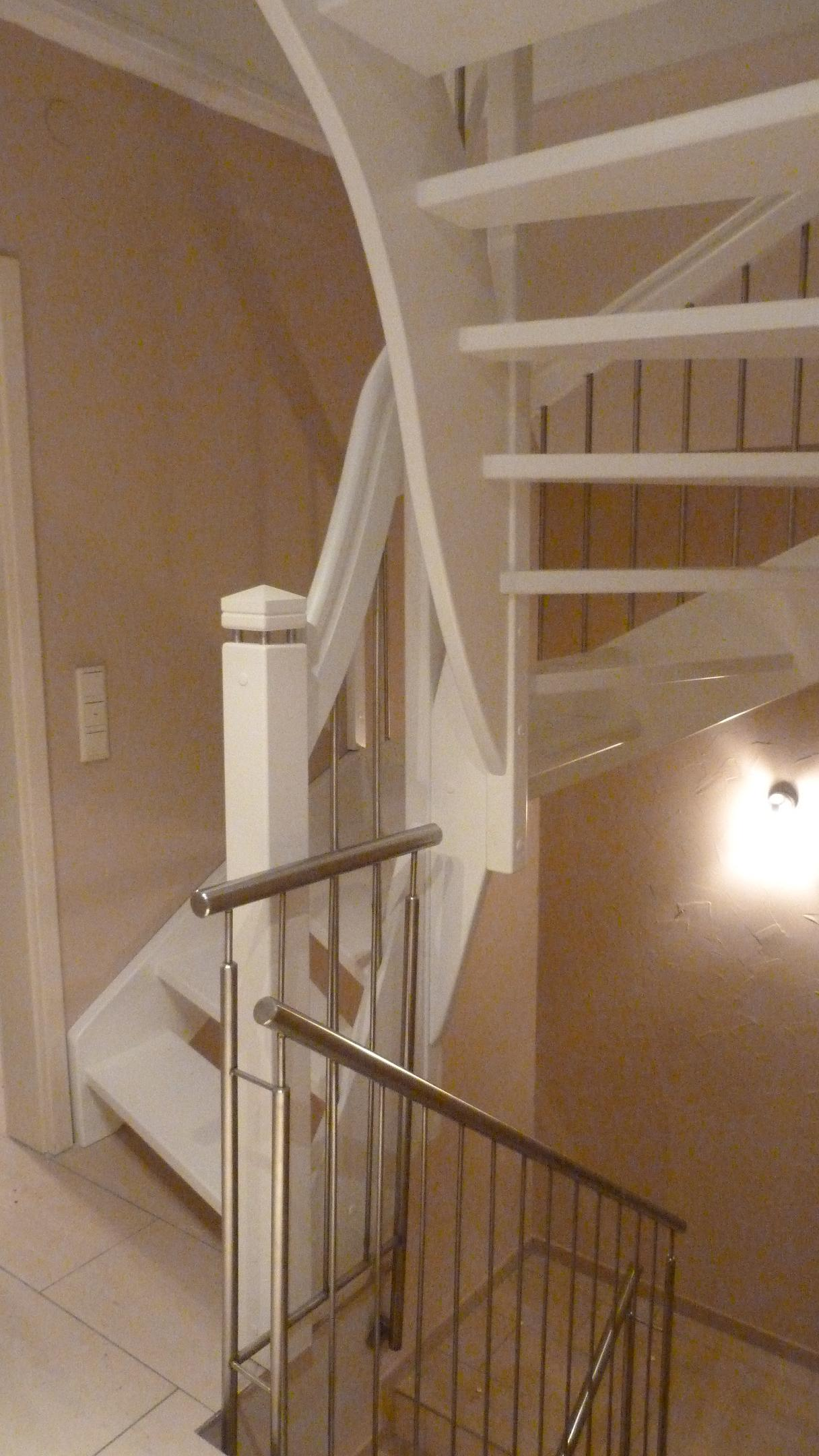 160 WangenBolzen Treppe Massivholzbuche Farbe Weiss