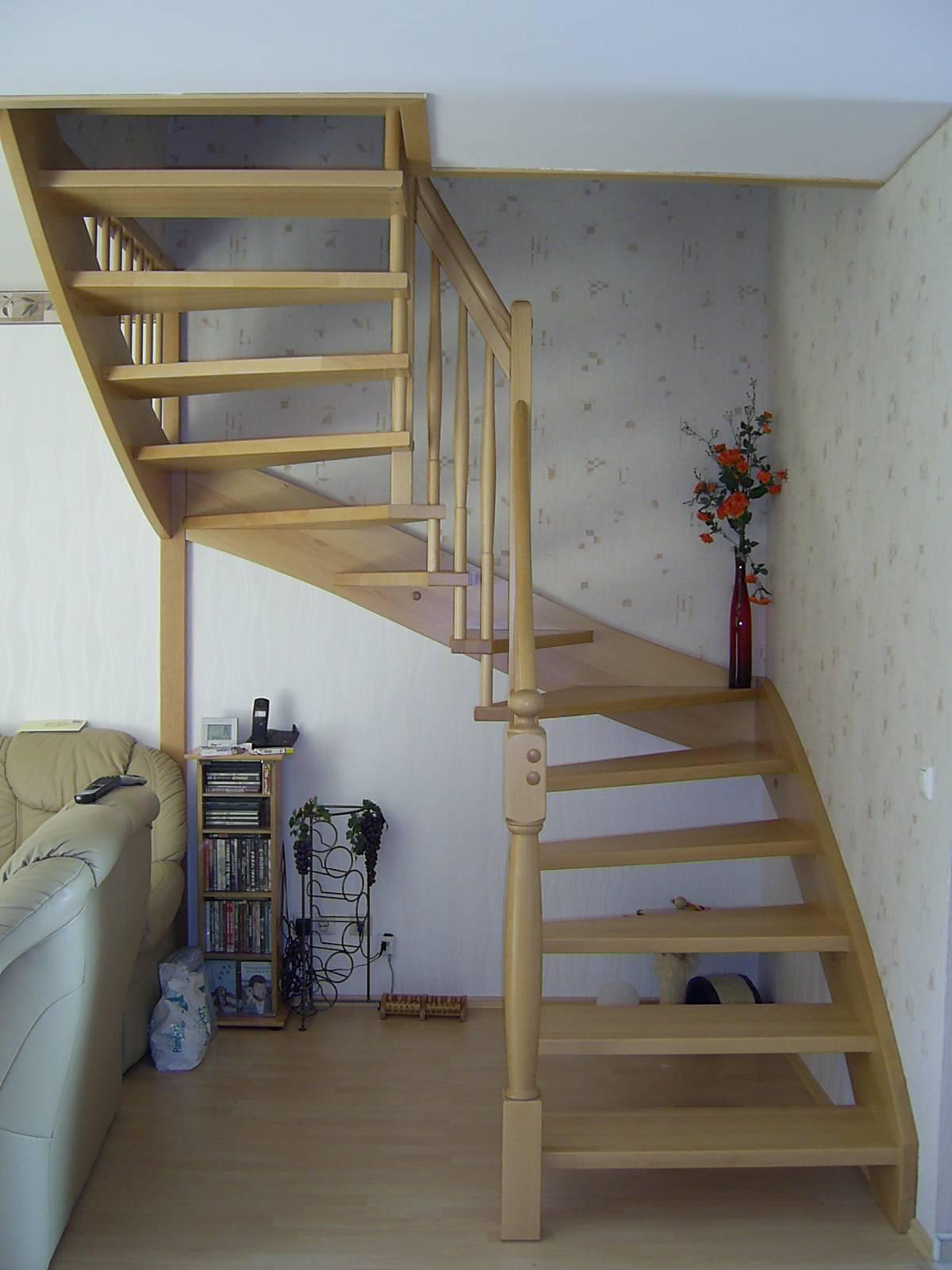 174 WangenBolzen Treppe Massivholzbuche Farbe Natur