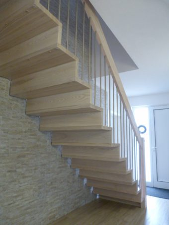 110 Faltwerktreppe Massivholz Esche Farbe Platin