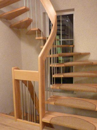 112 Freitragende Treppe Massivkernbuche
