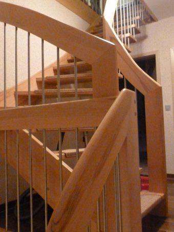 114 WangenBolzen Treppe Massivkernbuche