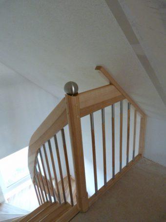 12 Freitragende Treppe Massivholz Esche Farbe Natur