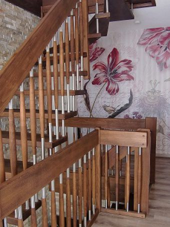 121 Freitragende Treppe Massivholzbuche geoelt
