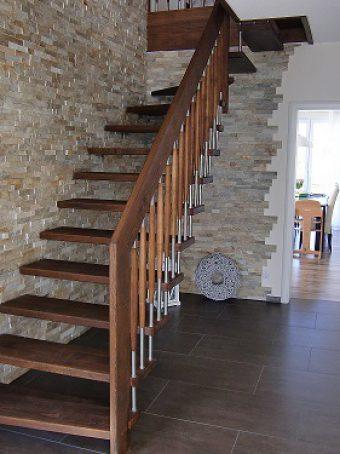 122 Freitragende Treppe Massivholzbuche geoelt