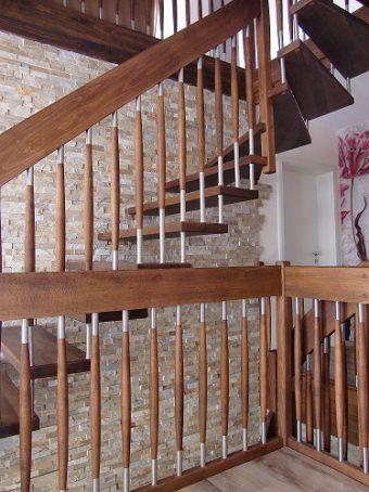126 Freitragende Treppe Massivholzbuche geoelt
