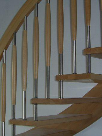 137 WangenBolzen Treppe Massivholzbuche Farbe Natur