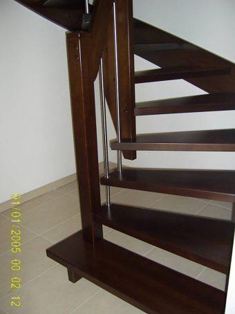 145 WangenBolzen Treppe Massivholzbuche Farbe Dunkel Nussbaum