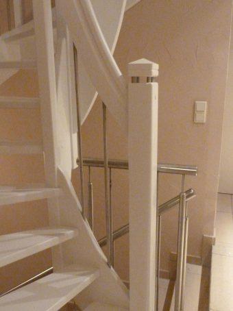 161 WangenBolzen Treppe Massivholzbuche Farbe Weiss