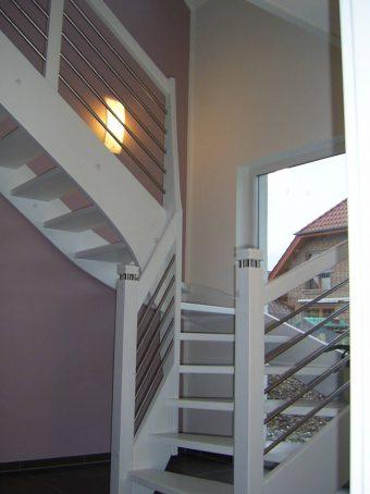 165 WangenBolzen Treppe Massivholzbuche Farbe Weiss