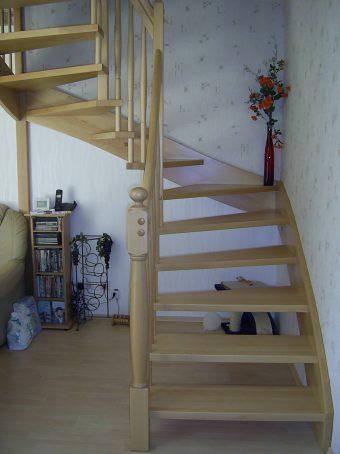 172 WangenBolzen Treppe Massivholzbuche Farbe Natur