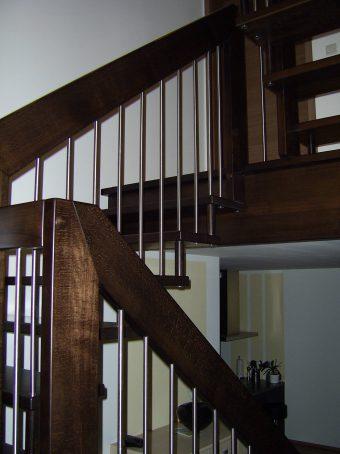 191 Freitragende Treppe Massivholzbuche Farbe Dunkel Nussbaum