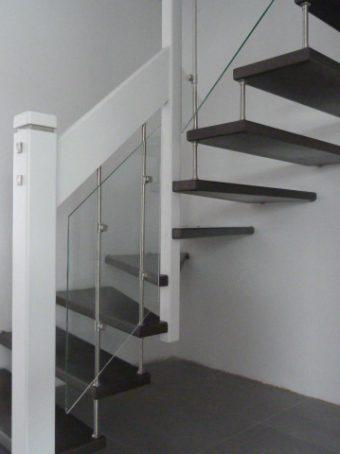 193 #2 Freitragende Treppe mit Glasgeländer