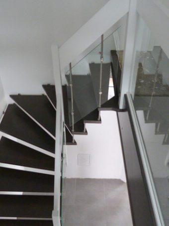 195 #2 Freitragende Treppe mit Glasgeländer