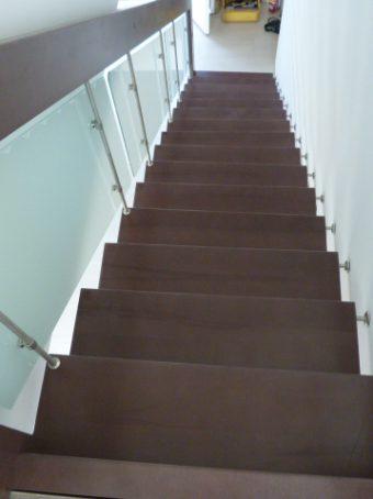 197 Freitragende Treppe mit Glasgeländer