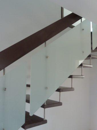 198 Freitragende Treppe mit Glasgeländer
