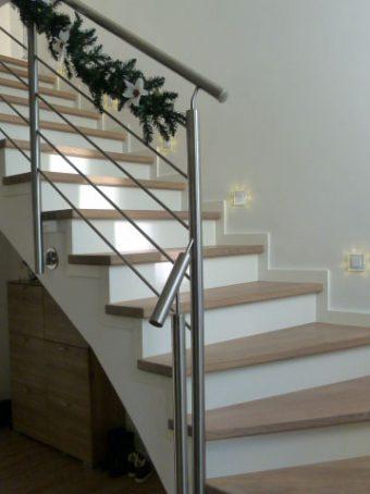 42 Massivholzverkleidung auf Betontreppe Massivholz Esche Polar Weiß Geölt und Weißer Lack