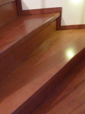 44 Massivholzverkleidung auf Betontreppe Massivholz Kernbuche Gebeizt