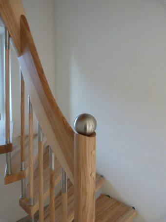8 Freitragende Treppe Massivholz Esche Farbe Natur